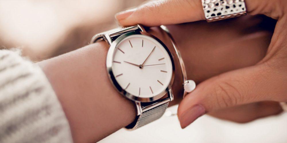 Offrir une belle montre en cadeau à sa femme